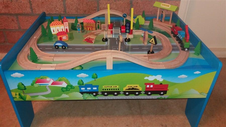 C033 Houten trein speeltafel